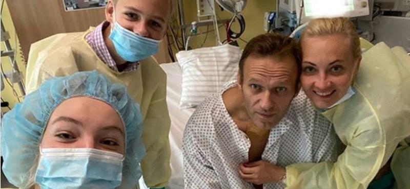 A megmérgezett Navalnij felkelt az ágyából és lépcsőzött egyet