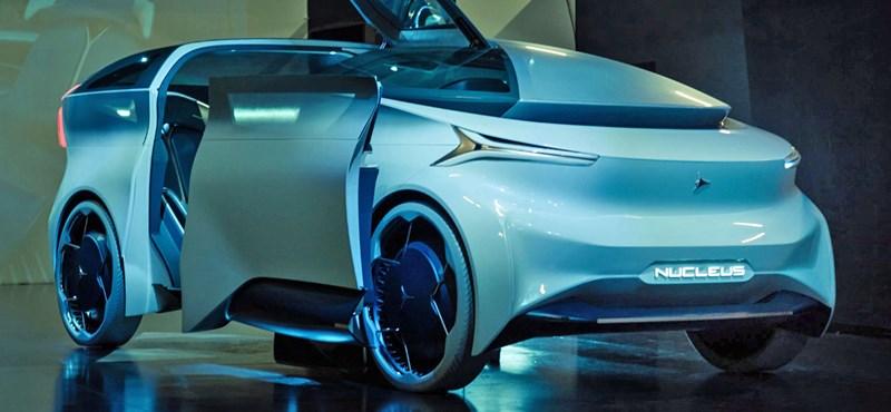Egy olasz autódizájn cég főtervezője Bocsi Attila, aki megmutatta a jövő autóját
