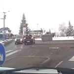 Szemből hajt be Szerencsnél ez az autós a körfogalomba és még ő az erőszakos - videó
