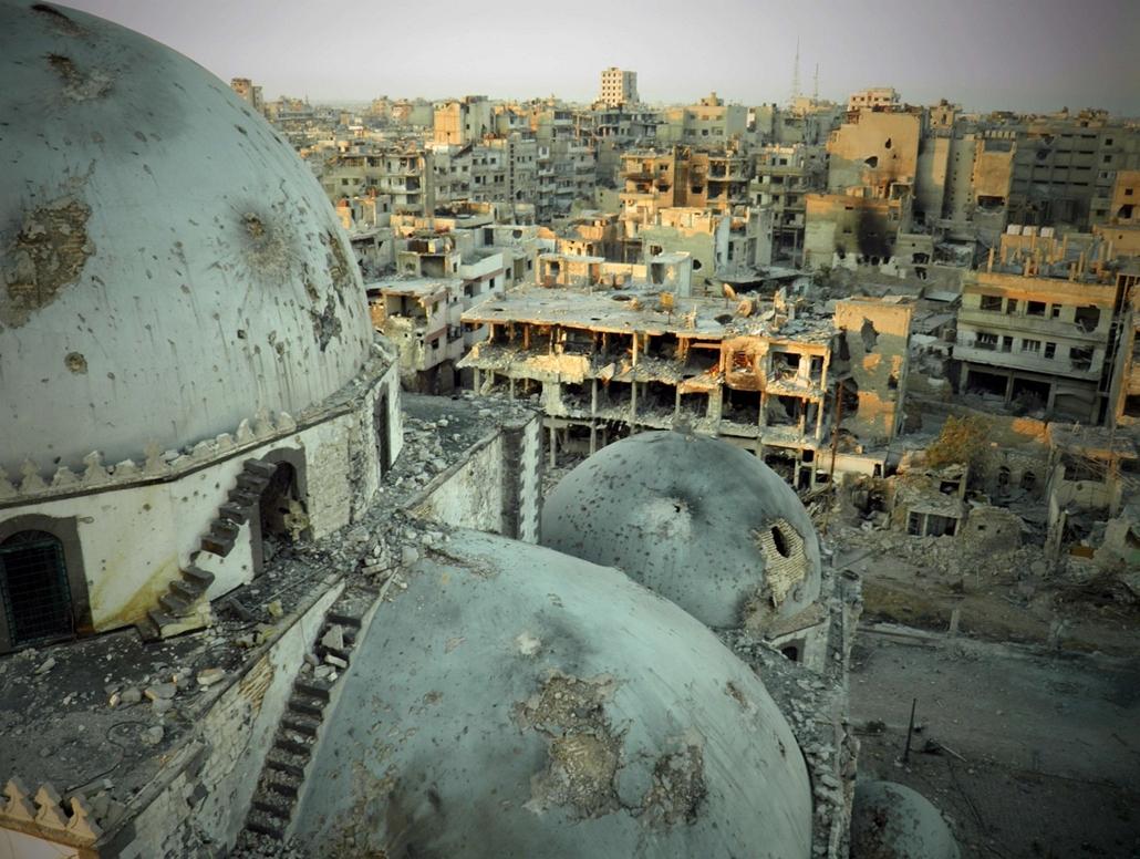 nagyítás - Khaled bin Walid mecset, Szíria, szétlőtt házak, Homs