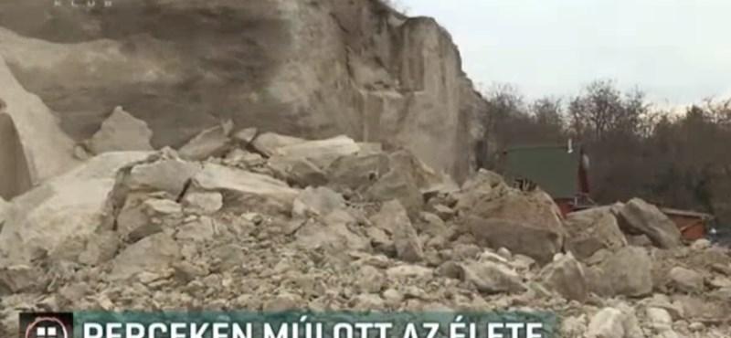 Több tonna kő omlott egy házra Egerben