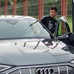 Villanyautókra váltanak a Bayern München focistái