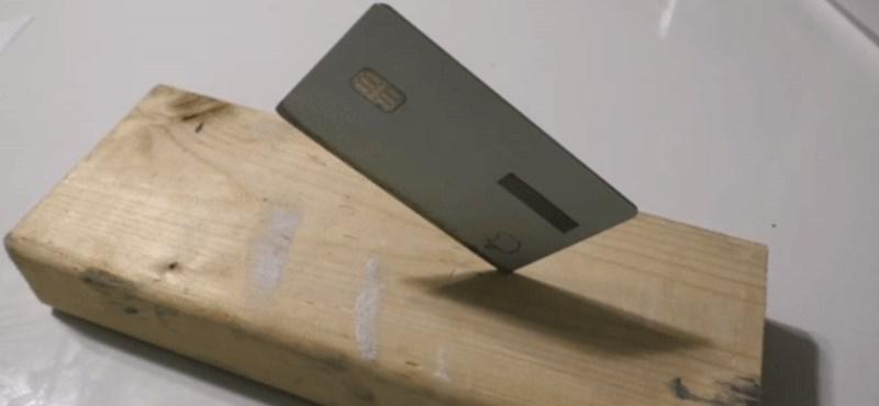Egy kis reszeléssel éles késsé alakítható az Apple hitelkártyája – videó