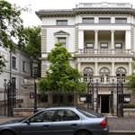 A műgyűjtők buknak, Mészáros hasít az Andrássy úton