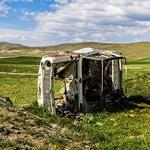 Az út, amelyet Lada-roncsok szegélyeznek