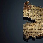 Kivakarták a bibliai szöveget, helyére a Koránt írták