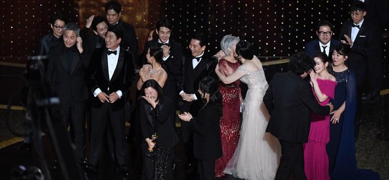 Hősként fogadták az Oscar-díjas Bong Dzsun Hót hazájában
