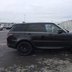 Fekete luxus Range Rover bukott le a határon
