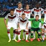 Videó: Müller szabadrúgás közben bukott egyet