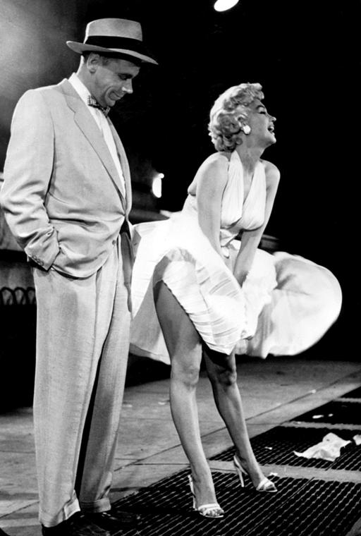 afp.1955. - Marilyn Monroe és Tom Ewell a ''Hétvégi vágyakozás'' című film klasszikus jelenetében 1955-ben. - nagyítás, The Seven Year Itch