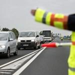 Két kamion ütközése miatt lezárták az M1-es autópályát, egy ember meghalt