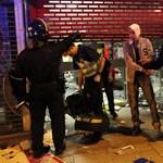 Meztelenre vetkőztetik a járókelőket a londoni zavargók