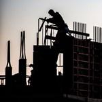 300 ezer forintos fizetést ígérnek az építőipari munkásoknak, csak jöjjenek vissza Magyarországra