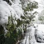 Áprilisi tél: 15 centi hó hullott a Kékesen, másodfokú riasztás van szél miatt