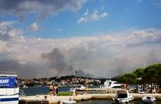Repülőgépekről oltják a horvátországi erdőtüzeket
