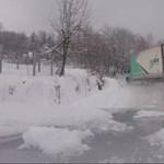 Videó: Ez az áruszállítás stílusosan, amikor végig drifteli az utat a teherautó