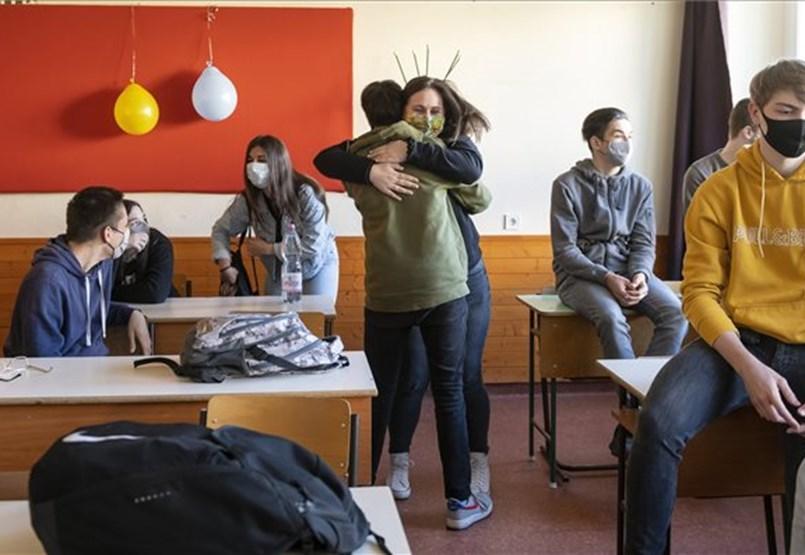 Érettségik, kompetencia- és nyelvi mérés és 1200 milliárddal kevesebb támogatás: a hét hírei