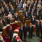 Orbán jelenlétében szedhetik szét az új alkotmányt Strasbourgban