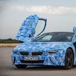 Két és fél litert fogyaszt a BMW hibrid szupersportautója