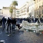 Szomorú fotók: Teljesen tönkrevertek egy műemlék kutat a holland ultrák Rómában