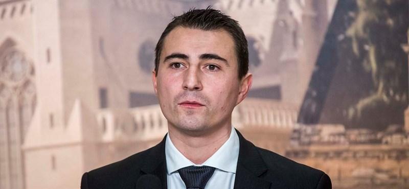 Azzal vádolják az LMP-s és a független képviselőt Csepelen, hogy a Fideszhez pártoltak