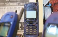 Érdekes kiállítás nyílt Szegeden az elmúlt 25 év legérdekesebb mobiljaival