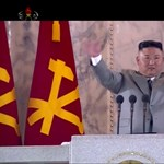 Éjszaka tartott katonai parádét Észak-Korea, ballisztikus rakéták is felvonultak