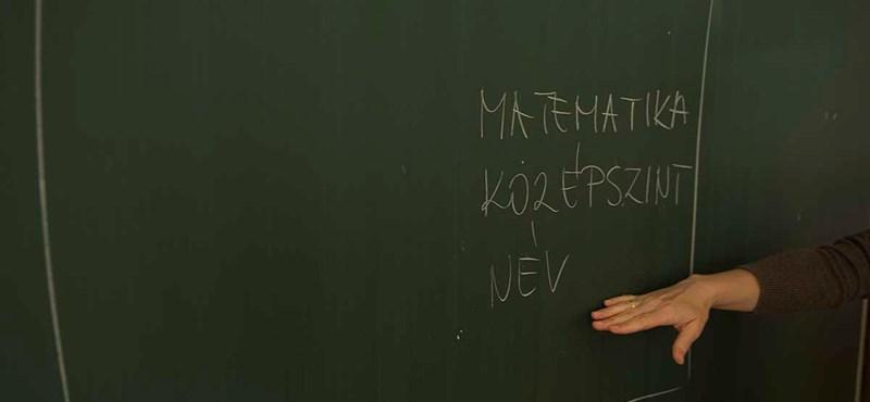 Tömegesen bocsáthatják el a tanárokat a két tannyelvű iskolákból