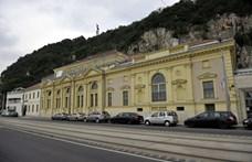 Újranyitnak a budapesti fürdők, papucs nélkül senkit sem engednek be