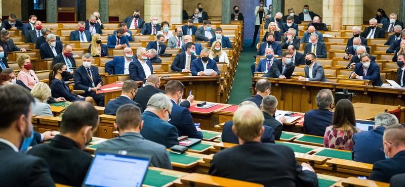 Az ellenzék életét nehezíti, a csalást megkönnyíti a választási törvény módosítása