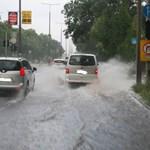 Autók szügyig vízben - további viharos fotókat kaptunk