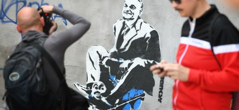 Banksy festhette meg a vonatozó Orbánt a bulinegyedben