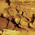 Lefejezett férfiakat találtak egy padló alatt