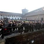 Óriási sor kígyózott Umberto Eco temetésén – fotók