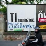 Itt az új és szigorú javaslat, amivel a Fidesz kikerülné a plakáttörvény bukását