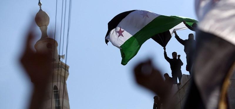 Bombázná Szíriát John McCain