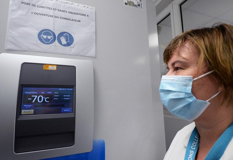 Ahhoz, hogy minden magyart beoltsanak Pfizer-vakcinával, 38 tonna szárazjég kellene