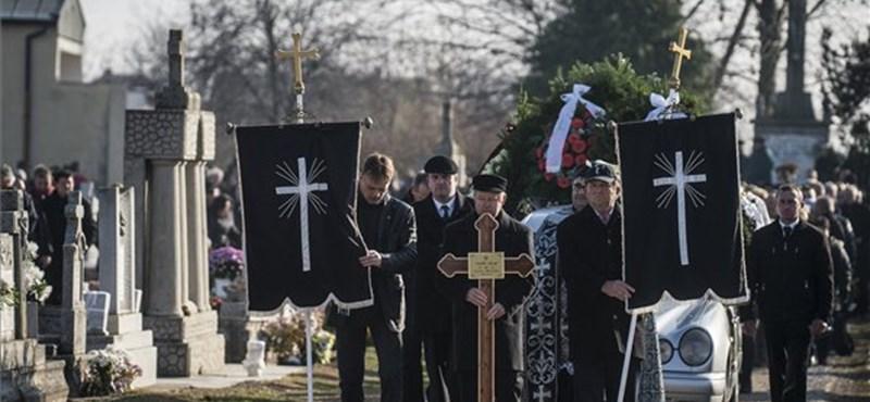 Eltemették Stadler Józsefet, Lagzi Lajcsi trombitaszóval búcsúztatta – videó
