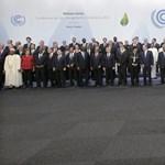 Fotó: Csak Putyin hiányzik a párizsi csoportképről