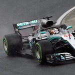 A Ferrari nagyot hibázott, Hamilton behúzta az időmérőt