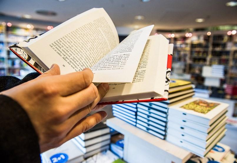 Ne pironkodjon, ha leemelné ezeket a könyveket a tinédzser gyereke polcáról