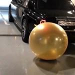 Unatkozó fiatal milliárdosok: hát persze, hogy Rolls-Royce-szal fújnak fel pénzzel teli lufikat - videó