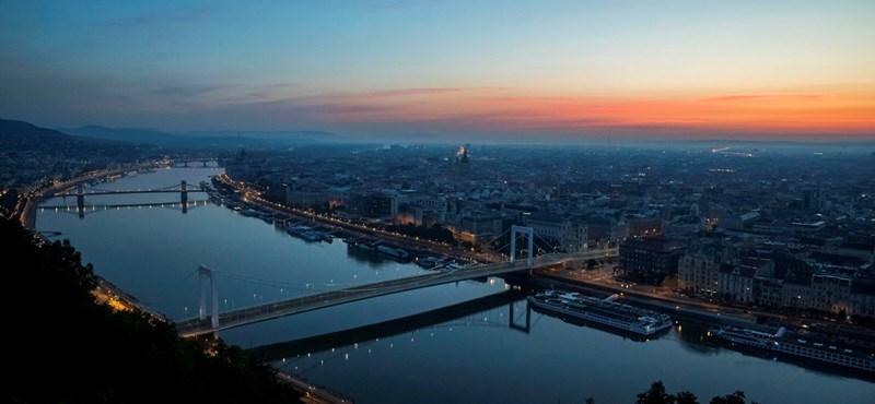 Rendőr ugrott a férfi után, aki az Erzsébet hídról a Dunába esett