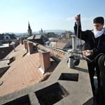 A BM elismeri, hogy a közmunkások kéményseprővé képzését fontolgatja