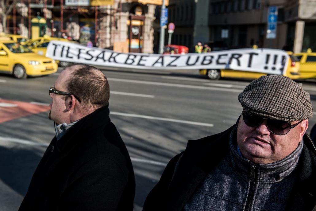 hvgbestof2016 - sa - Taxisok tiltakoznak az UBER betiltását követelve. hvgbestof2016, nagyítás