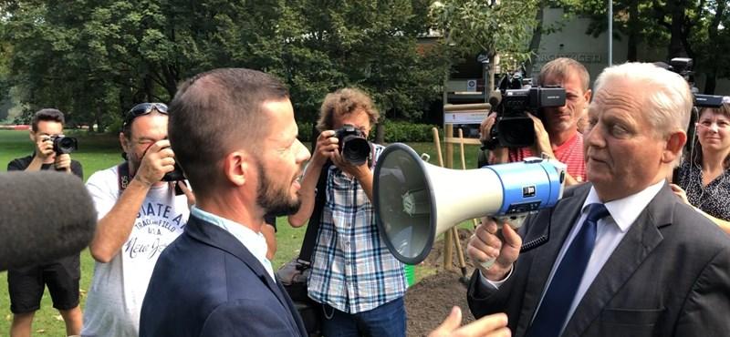 Megafonnal kiabált Tordai Bence arcába Tarlós István – videó