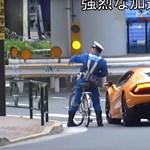 """A nap videója: biciklivel """"üldözte"""" a rendőr a Lamborghini Huracant – és sikerült """"elkapnia"""" a sofőrt"""