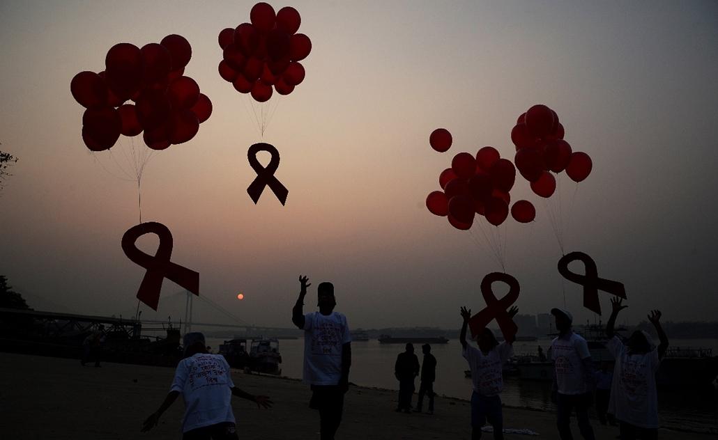 afp.14.12.01. - Kolkata, India: AIDS világnap