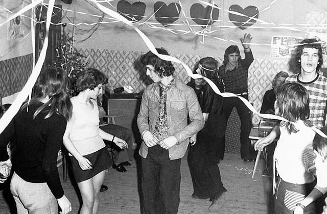 fortepan_! sziveszter  - 1973. Miniszoknya