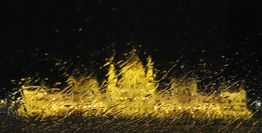 Parlament az esőben - évképei